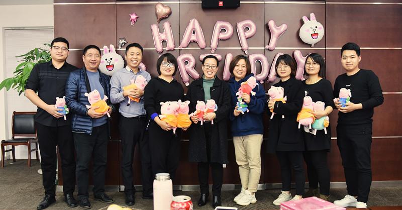 员工关怀丨亚博竞彩足球秀峰集团举办第四季度员工生日会
